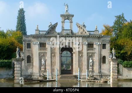 Italien, Veneto, Galzignano Terme, Diana Tor am Garten der Villa Barbarigo - Stock Photo