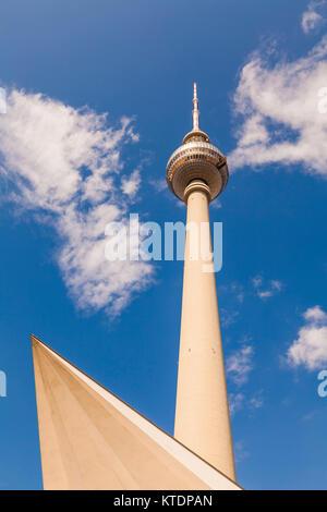 Deutschland, Berlin, Alexanderplatz, Fernsehturm - Stock Photo