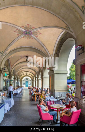 Restaurant in the arcade of the Kornhaus, Kornhausplatz, Bern (Berne), Switzerland - Stock Photo