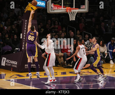 Los Angeles, CA, USA. 23rd Dec, 2017. Los Angeles Lakers center Andrew Bogut (66) shooting during the first half - Stock Photo
