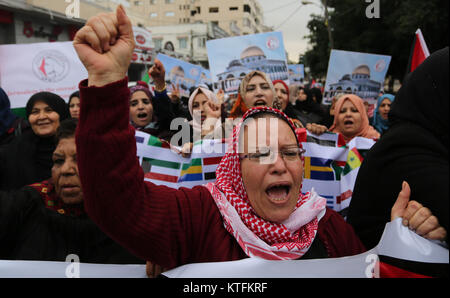 Gaza City, Gaza Strip, Palestinian Territory. 24th Dec, 2017. Palestinian women take part during a protest against - Stock Photo