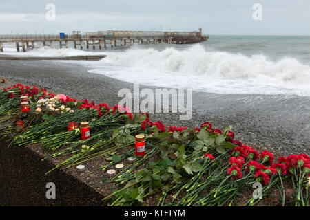 Sochi, Russia. 25th Dec, 2017. Floral tribute and candles left on the seafront in Adler, Sochi, in memory of the - Stock Photo