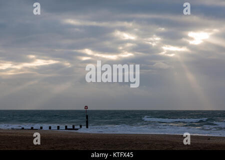 Bournemouth, Dorset, UK. 25th Dec, 2017. UK weather: overcast grey day with some drizzle as the sun tries to break - Stock Photo