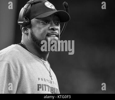 Houston, TX, USA. 25th Dec, 2017. Head Steelers coach Mike Tomlin during the NFL game between the Pittsburgh Steelers - Stock Photo
