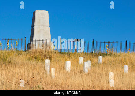 7th Cavalry Memorial with U.S. soldier headstone markers, Little Bighorn Battlefield National Monument, Montana - Stock Photo