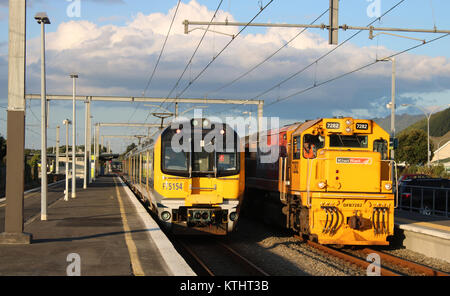 Diesel-electric loco at the front of the Northern Explorer train from Auckland to Wellington at Paraparaumu station - Stock Photo
