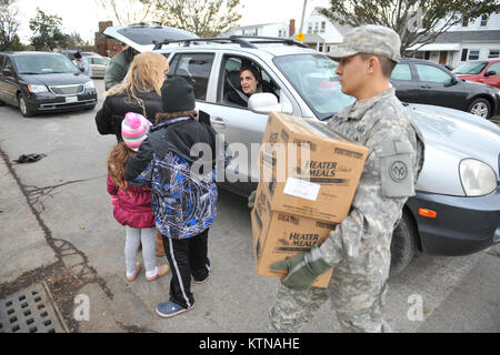 LONG BEACH, NY - Soldiers and Airmen with the New York Air National Guard provide relief support to Long Beach, - Stock Photo