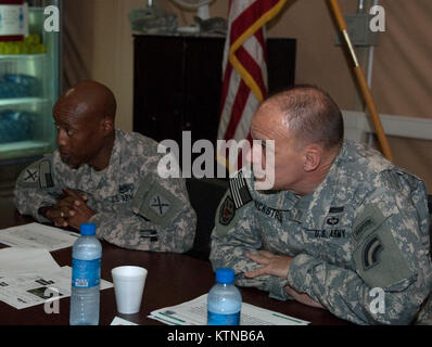 CAMP BUEHRING, KUWAIT – Maj. Gen. Steven N. Wickstrom, commander of the New York Army National Guard's 42nd Infantry - Stock Photo