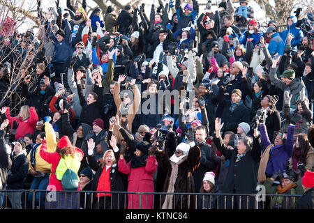 WASHINGTON, D.C. — – Parade-goers celebrate as they wait for President Barack Obama to pass the official review - Stock Photo