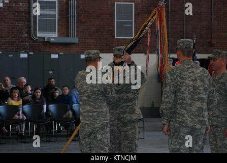 UTICA, N.Y. –New York Army National Guard Maj. Gen. Steven Wickstrom, Commander of the 42nd Infantry Division, presents - Stock Photo