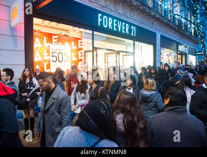 Oxford Circus, London. United Kingdom. 26th December 2017. Large crowd of Shoppers on Oxford Street in central London, - Stock Photo