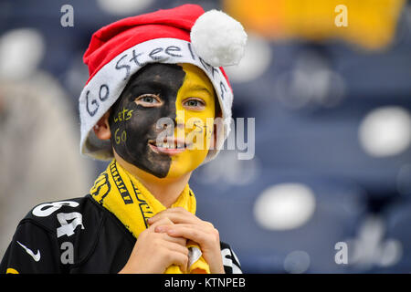 Houston, TX, USA. 25th Dec, 2017. A young steelers fan wants a win for Christmas during the NFL game between the - Stock Photo