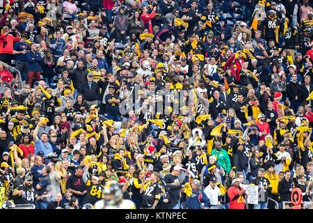 Houston, TX, USA. 25th Dec, 2017. Steelers fans were out in force for the NFL game between the Pittsburgh Steelers - Stock Photo