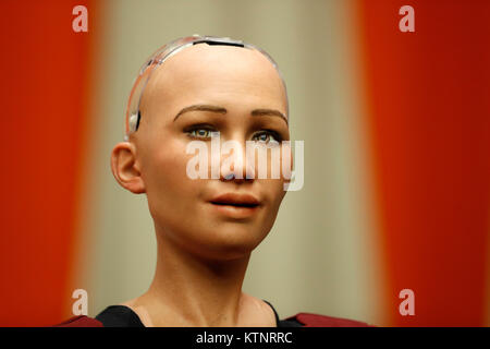 (171227) -- NEW YORK, Dec. 27, 2017 (Xinhua) -- Sophia, a life-like humanoid robot made in the United States, is - Stock Photo