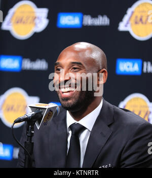 (171227) -- NEW YORK, Dec. 27, 2017 (Xinhua) -- Kobe Bryant speaks during his jersey retirement press conference - Stock Photo