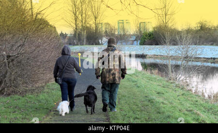 Glasgow, Scotland, UK. 28th Dec, 2017. UK Weather: Frozen towpath on the Forth and Clyde canal sees people walking - Stock Photo