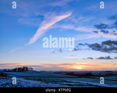 Moat Low, Derbyshire. 28th Dec, 2017. UK Weather: View from Moat Low Derbyshire spectacular sunset over the snow - Stock Photo