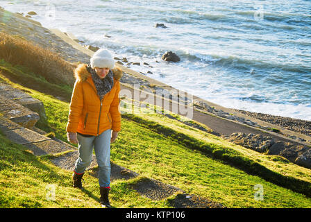 Chesil Beach, Dorset. 28th December 2017 - People enjoy a sunny but bitterly cold afternoon on Chesil Beach, Portland, - Stock Photo
