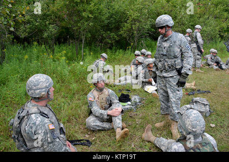 Command Sergeant Major Frank Wicks, NYNG Command Sergeant Major talks to soldiers of the 42d ID and 642 ASB before - Stock Photo