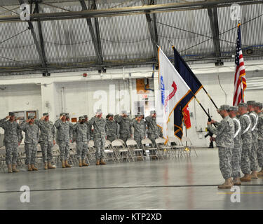 STRATTON AIR NATIONAL GUARD BASE, SCOTIA, NY - A New York Army National Guard Color Guard presents colors during - Stock Photo