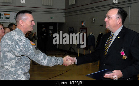 LATHAM , NY - Maj. Gen. Patrick Murphy, The Adjutant General of New York State (left), shakes hands with Col. (ret) - Stock Photo