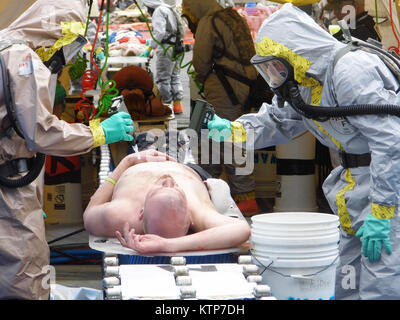 ORISKANY, N.Y. -- A non-ambulatory decontamination team from the 2nd Squadron, 101 Cavalry, New York Army National - Stock Photo