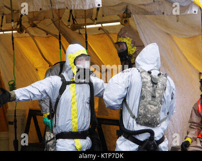 ORISKANY, N.Y. – Soldiers from a technical decontamination team of the 2nd Squadron, 101 Cavalry, New York Army - Stock Photo