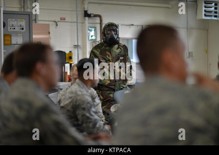 NIAGARA FALLS, NEW YORK - Airmen from the New York Air National Guard attend a week-long Emergency Management Course - Stock Photo