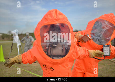 PERRY, GA - Airman First Class Nicolett Bagonis, an emergency manager from the 108th Wing in New Jersey, decontaminates - Stock Photo