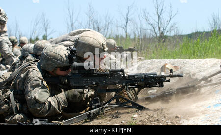 FORT DRUM, NY – New York Army National Guard Soldiers with Bravo Company, 2nd Battalion, 108th Infantry Regiment - Stock Photo