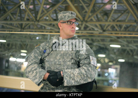 A New York Army National Guard Soldier from Joint Task Force Empire Shield helps provide security support at New - Stock Photo