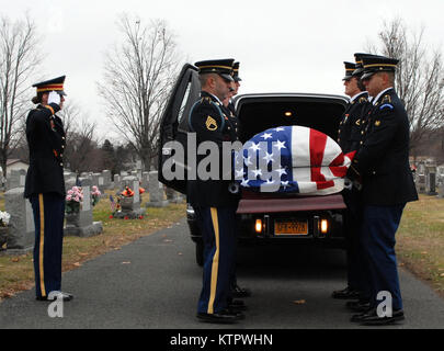 Soldiers of the New York Army National Guard's Honor Guard carry the casket of WWII veteran Leo P. Dean during Dean's - Stock Photo