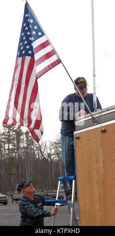 LEEDS, N.Y. -- Chief Warrant Officer 2 Art Nolan of the New York State Naval Militia (NYSNM) holds a ladder for - Stock Photo