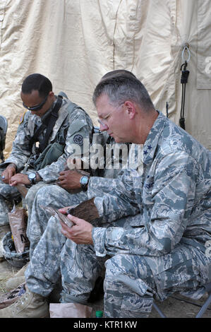 New York Air National Guard Maj. Gen. Anthony German, the New York National Guard Adjutant General, joins Soldiers - Stock Photo