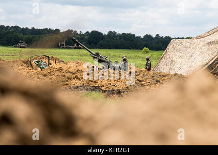 Soldiers with the New York Army National Guard Bravo Battery, 1st Battalion, 258th Field Artillery Regiment, prepare - Stock Photo