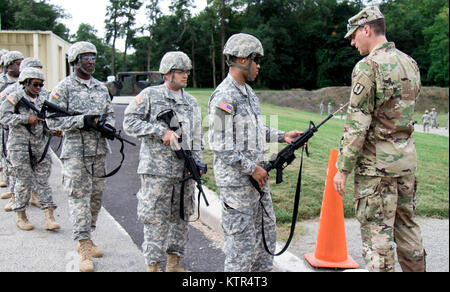Soldiers were qualifying at Camp Smith Training Site in order to go on State Active Duty to reinforce Joint Task - Stock Photo