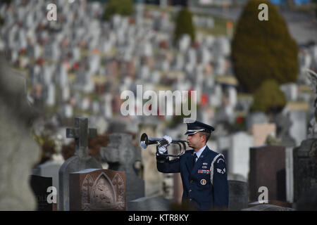 """QUEENS, NY - Senior Airman Domic Surinaga performs """"Taps"""" at the funeral for Master Sgt. Timotyh David - Stock Photo"""