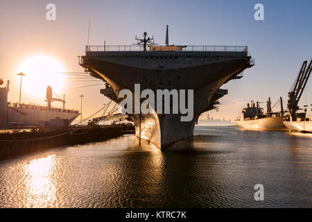 The World War 2 era Essex class carrier USS Hornet now sits as a museum at Alameda Point. In addition to distinguished - Stock Photo