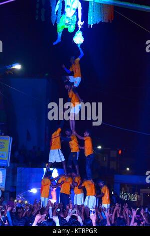 Human pyramid breaking dahi handi on janmashtami festival, Pune, Maharashtra - Stock Photo