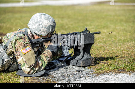 U.S. Army Pfc. Julius Forde zeroes his weapon before shooting a weapon qualification during the New York Army National - Stock Photo
