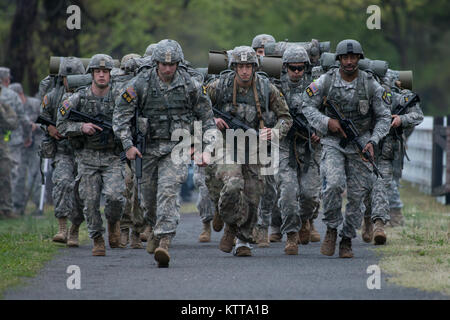 U.S. Army National Guard Soldiers conduct a timed, twelve-mile ruck march along the Delaware Riverduring the Region - Stock Photo