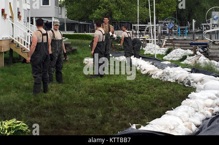 Reserve Sailors and Marines who are also members of the New York Naval Militia conduct sandbag operations at Sodus - Stock Photo