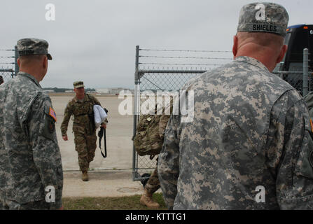 GULFPORT, MISSISSIPPI--Major General Steven Wickstrom, commander of the New York Army National Guard's 42nd Infantry - Stock Photo