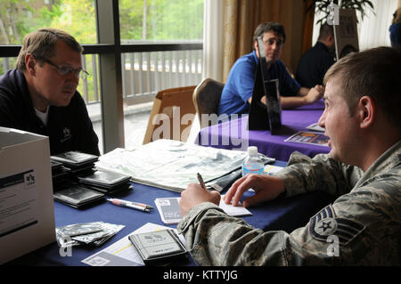 WEST HARRISON, N.Y. -Staff Sgt. Michael Glod, 106MXS, participating in a vendor drawing while learning about USAA's - Stock Photo