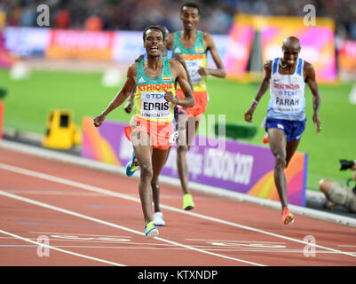 Muktar Edris (Ethiopia) wins the 5000m men Gold Medal, leaving Mo Farah (Great Britain) in second place - IAAF World - Stock Photo