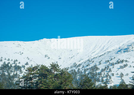 Snow covered landscape. Los Cotos mountain pass, Sierra de Guadarrama National Park, Madrid province, Spain. - Stock Photo