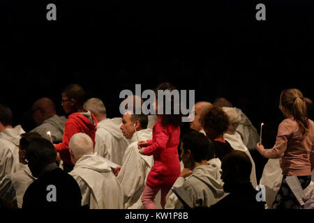 Basel, Switzerland. 28th Dec, 2017. The children carry candles to the altar, to light the candles in front of the - Stock Photo