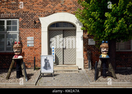 Wismar, Swede's heads in the tree-house in the old harbour, Schwedenköpfe am Baumhaus im Alten Hafen - Stock Photo