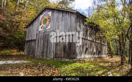 Slade, Kentucky, USA - May 27, 2015: Quilt barn on display in the Red River Gorge Recreation Area of the Daniel - Stock Photo