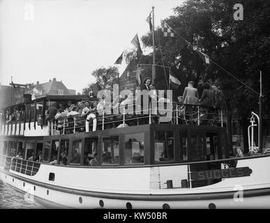 Boottocht Amsterdamse studenten (Lustrum), Bestanddeelnr 902 2467 - Stock Photo